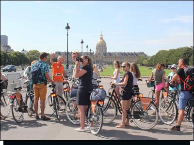 BajaBikes met studenten fietsen in Parijs