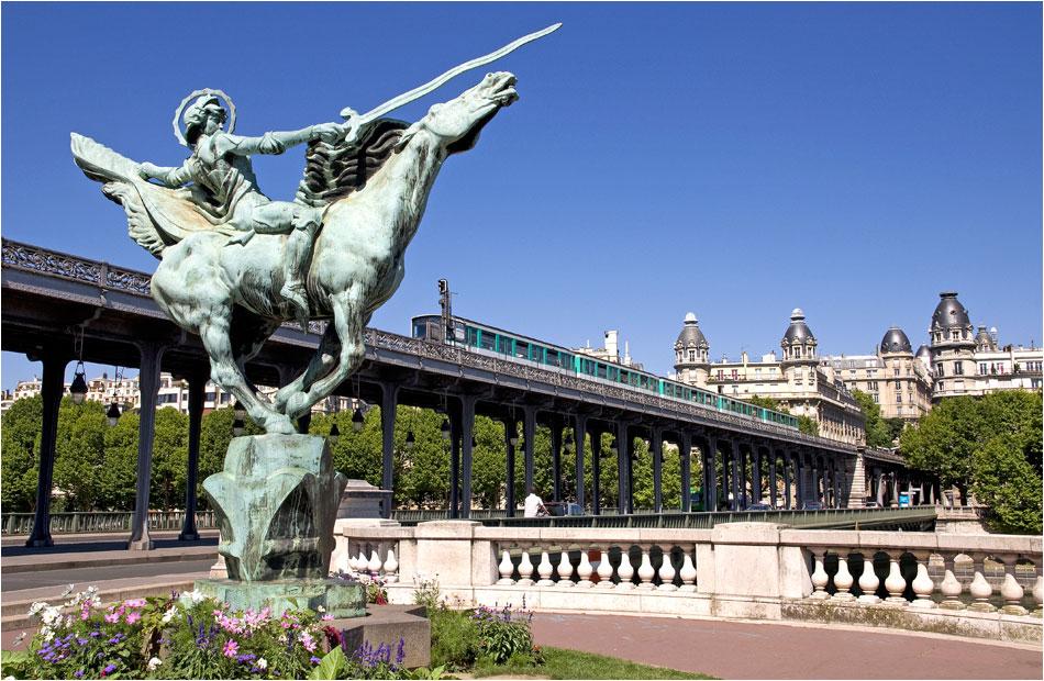Pont Bir Hakeim Parijs