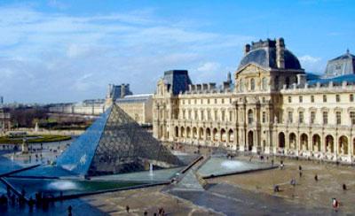 Louvre met piramide Parijs